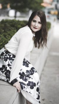 Author Scarlett Kol